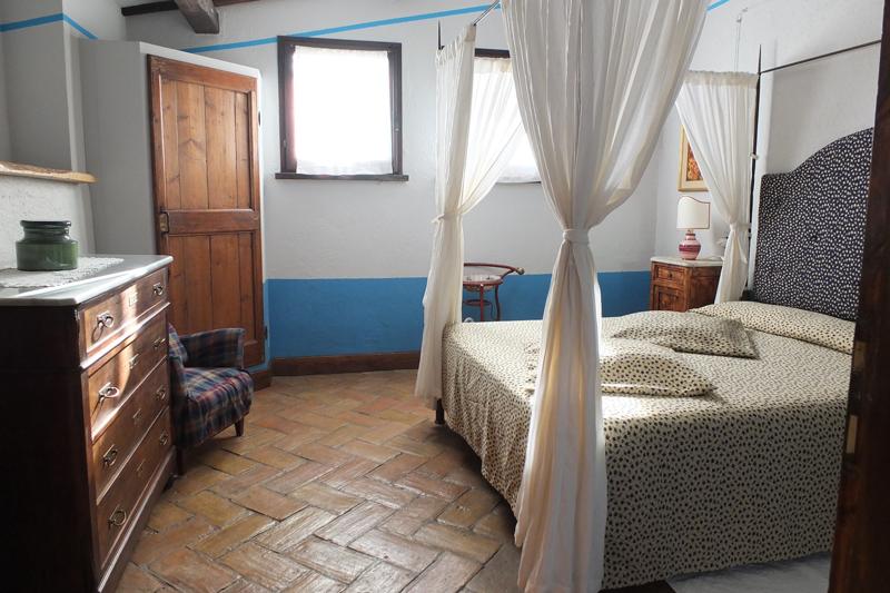 Camera-appartamento-Agriturismo-Malvarina-Assisi