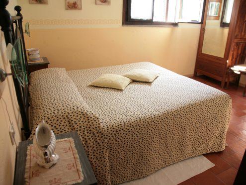 interno-di-una-camera-Agriturismo-Malvarina-Assisi